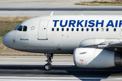Tc-JLY Turkish Airlines, Luchtbus A319-132 genoemd BERGAMA Stock Foto's