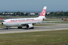 TC-JNC Turkish Airlines, flygbuss A330-203 som namnges KUSHIMOTO Arkivbild
