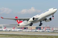 TC-JNJ airbus A330-343 της Turkish Airlines που ονομάζεται KAPADOKYA στοκ φωτογραφίες με δικαίωμα ελεύθερης χρήσης