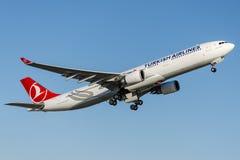 TC-JNT Turkish Airlines, flygbuss A330-303 TRUVA (TROY) Fotografering för Bildbyråer