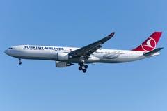 TC-JNZ土耳其航空空中客车A330-303 KARTALKAYA 免版税库存图片