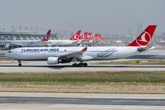 TC-JOB Turkish Airlines, Aerobus A330-303 BOZCAADA Fotografia Stock