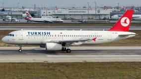 TC-JPS Turkish Airlines, flygbuss A320-232 som namnges BURDUR Royaltyfria Bilder
