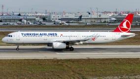 TC-JRE Turkish Airlines, flygbuss A321-231 som namnges BEYPAZARI Arkivbild