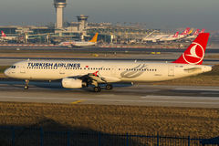 TC-JRR Turkish Airlines, Aerobus A321-231 zwany EMIRGAN Zdjęcia Royalty Free