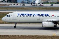 TC-JSD Turkish Airlines, Aerobus a321-231 KIZ KULESI Obraz Royalty Free