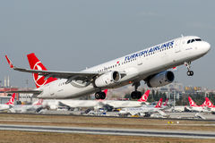 TC-JSN Turkish Airlines, Airbus A321-200 appelé YUKSEKOVA Images stock