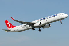 TC-JSY Turkish Airlines Aerobus A321-231 zwany MERZIFON Obraz Stock