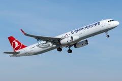 TC-JTI Turkish Airlines, Airbus A321 - 200 ont appelé BUYUKCEKMECE Photographie stock libre de droits