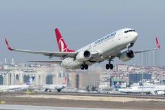 TC-JVB Turkish Airlines, Boeing 737 - 800 namngav SULTANGAZI Arkivfoto