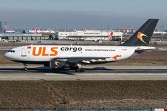 TC-LER, carga de ULS, Airbus A310 - 300 Imagens de Stock Royalty Free