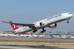 TC-LJE土耳其航空,波音777-300命名了SUMELA 免版税库存图片