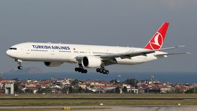 TC-LJI Turkish Airlines, Boeing 777-300 Photos stock