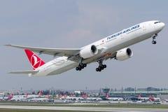 TC-LJJ土耳其航空,波音777-300 库存图片