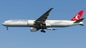 TC-LKB土耳其航空,波音777-300 免版税库存图片