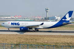 TC-MCZ MNG航空公司货物,空中客车A330-243F 免版税库存照片