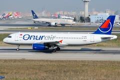 TC-OBO Onur Air, flygbuss A320-232 fotografering för bildbyråer