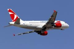 Tchèque Airbus décollent dessus Photos stock