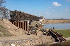 Tczew, pomorskie/Polen - 28 Maart, 2019: Remont van de oude historische Lisewski-brug Wederopbouw van de Vistula-kruising royalty-vrije stock afbeelding