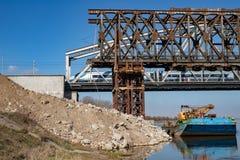 Tczew, pomorskie/Polen - 28 Maart, 2019: Remont van de oude historische Lisewski-brug Wederopbouw van de Vistula-kruising stock fotografie
