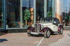 TD2000 Gatsby, automóvil descubierto retro-clásico diseñado después de MG TD Fotos de archivo