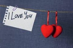 Te amo con los corazones en una cuerda Imagenes de archivo