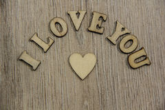 Te amo corazón y letras de madera, tema de la forma del amor Imagen de archivo