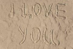 Te amo dibujando en la playa Imagen de archivo libre de regalías