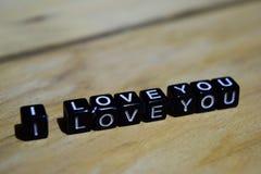 Te amo escrito en bloques de madera Conceptos de la inspiración y de la motivación imágenes de archivo libres de regalías