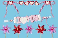 Te amo flecha con los corazones y las turbinas de viento Foto de archivo libre de regalías