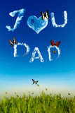 Te amo tarjeta de felicitación del papá con las cartas de la nube Imagen de archivo libre de regalías