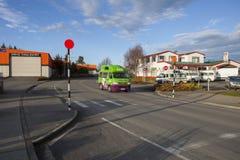 TE ANAU NYA ZEELAND - AUGUSTI 29: vehicl för campare för jucyskåpbil populär royaltyfria bilder