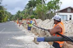 Te Aponga Uira-de arbeiders leggen ondergrondse kabel in Rarotonga Cook I Royalty-vrije Stock Afbeelding