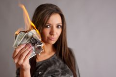 Te branden geld Stock Foto