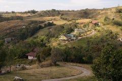 Te domy budowali legalnie na górze moutain i zostać s Zdjęcia Royalty Free