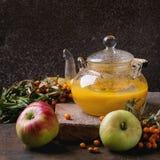 Te för bärhavsbuckthorn Arkivbilder