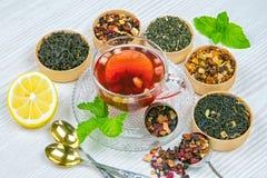 Te fruktte, kopp te, olika sorter av te, te på tabellen Arkivbilder