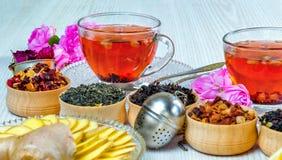 Te fruktte, kopp te, olika sorter av te, te på tabellen Royaltyfri Foto