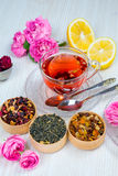Te fruktte, kopp te, olika sorter av te, te på tabellen Royaltyfria Foton