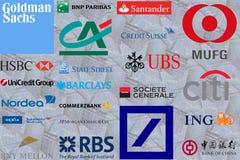 Te Groot om Banken te ontbreken Stock Foto's