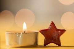 te-ljus och röd stjärna Royaltyfria Bilder