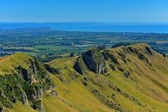 Te Mata Peak e paisagem circunvizinha em Hastings, Nova Zelândia fotografia de stock royalty free