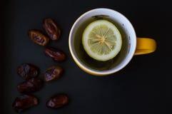 Te med citron- och arabiskadata royaltyfri foto