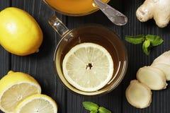 Te med citronen och ingef?ran royaltyfri bild