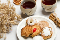 Te med kakor och torra apelsiner Royaltyfri Fotografi