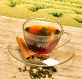 Te med kanel föreställer avbrottet Tid och kafét royaltyfri foto