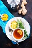 Te med kryddan och honung arkivbild