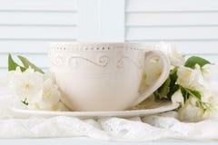 Te med vita blommor Fotografering för Bildbyråer