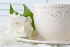 Te med vita blommor Royaltyfria Foton
