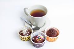 Te- och chokladboll Arkivbilder